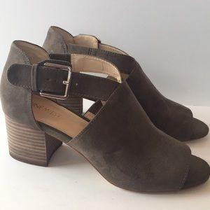 Nine West 👡 Stacked Block Heel Sandals 9 M